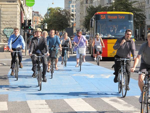 perierga.gr - Μετακίνηση με ποδήλατο στην Κοπεγχάγη!