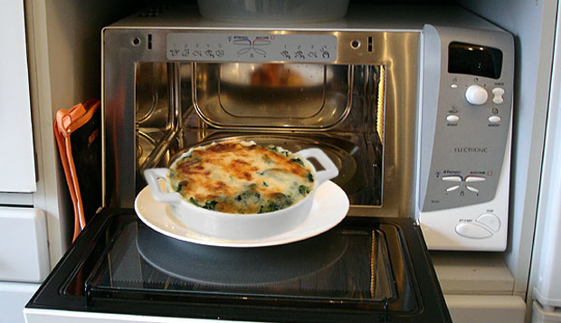 perierga.gr - 8 πράγματα που δεν πρέπει να μπαίνουν στο φούρνο μικροκυμάτων!