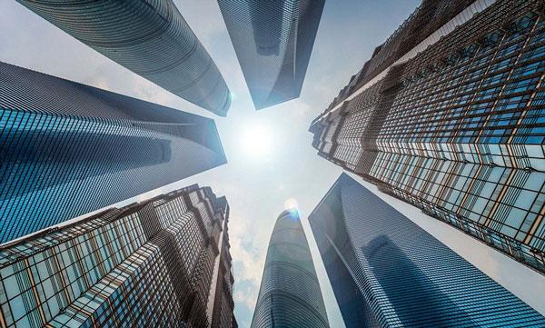 perierga.gr- Φωτογραφίζοντας ουρανοξύστες από κάτω προς τα πάνω!