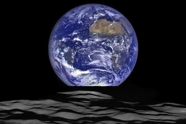 perierga.gr - Ανατολής της Γης πάνω από τη Σελήνη!