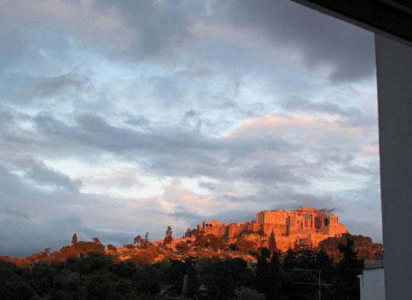 perierga.gr - Στο Παρίσι βλέπουν τη θέα απ' τα παράθυρα της Αθήνας!