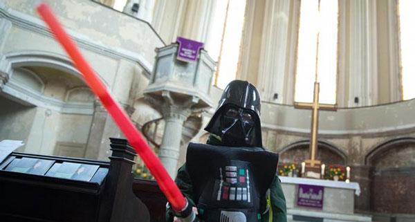 "perierga.gr - Εκκλησία έκανε λειτουργία ""Star Wars"" για να προσελκύσει νέους!"