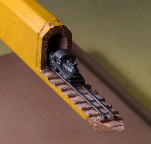 perierga.gr - Τρένο-μινιατούρα σκαλισμένο σε μολύβι!