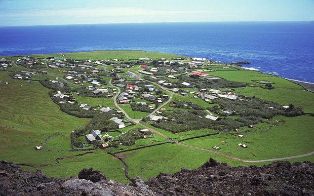 perierga.gr - Ζητείται αγρότης στο... πιο απομονωμένο νησί της γης!