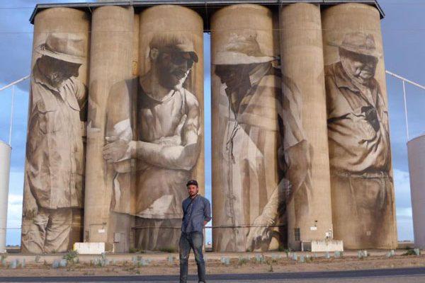 perierga.gr - Street artist μεταμορφώνει μικρή πόλη σε τουριστικό προορισμό με τις δημιουργίες του!