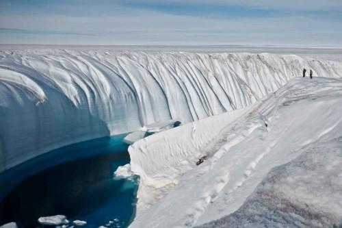 perierga.gr - Μια τεράστια χαράδρα κάτω από τους πάγους της Ανταρκτικής