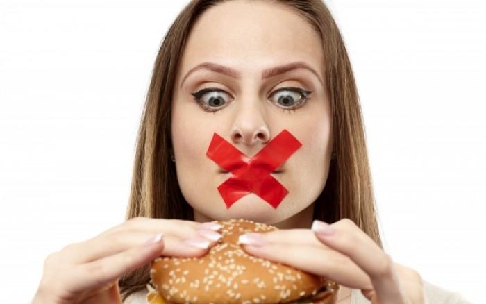 perierga.gr - Οι τρεις πιο επικίνδυνες ώρες του 24ωρου για να «χαλάσεις» τη δίαιτα!