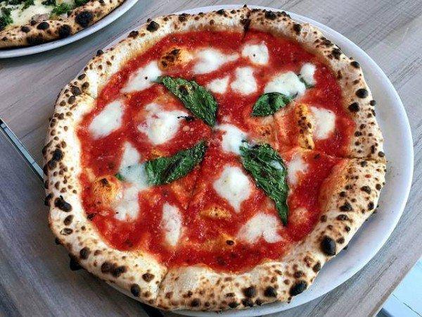 perierga.gr - Aδυνάτισε τρώγοντας πίτσα κάθε μέρα!