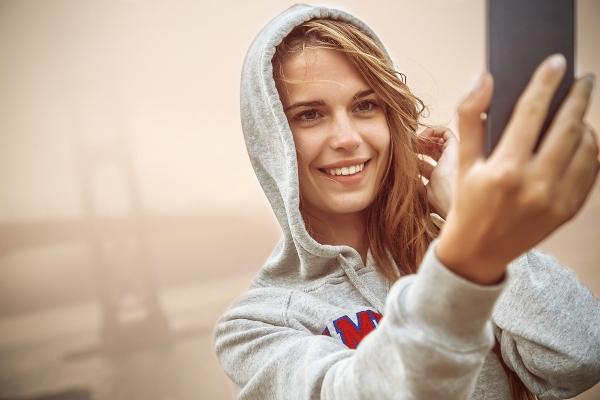 perierga.gr - Oι selfies καταστρέφουν την σχέση!