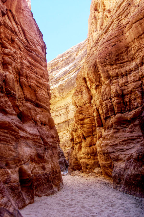 perierga.gr - Το πολύχρωμο φαράγγι της Αιγύπτου!