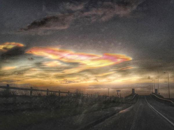 perierga.gr - Πανέμορφα πολύχρωμα σύννεφα πάνω από τη Σκοτία!