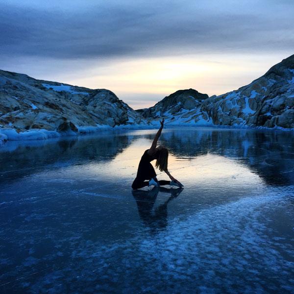 perierga.gr - Κάνοντας πατινάζ στην κορυφή ενός βουνού