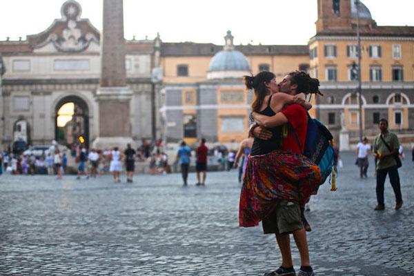 perierga.gr - Φιλιά ανάμεσα σε ζευγάρια του κόσμου!