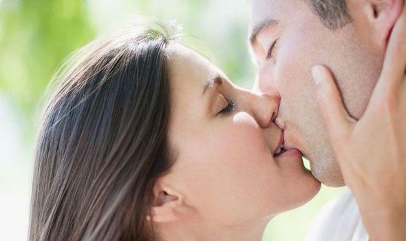 perierga.gr - 10 οφέλη του φιλιού στην υγεία μας!