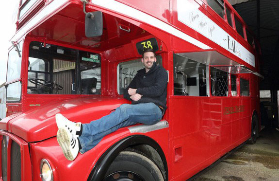 perierga.gr - Διώροφο λεωφορείο έγινε… μπαρ!