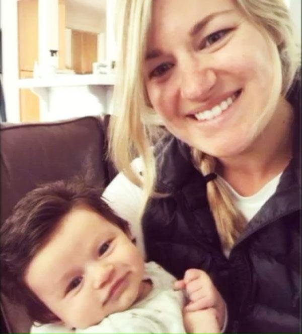perierga.gr - Το μωρό που γεννήθηκε με μαλλί κομμωτηρίου!