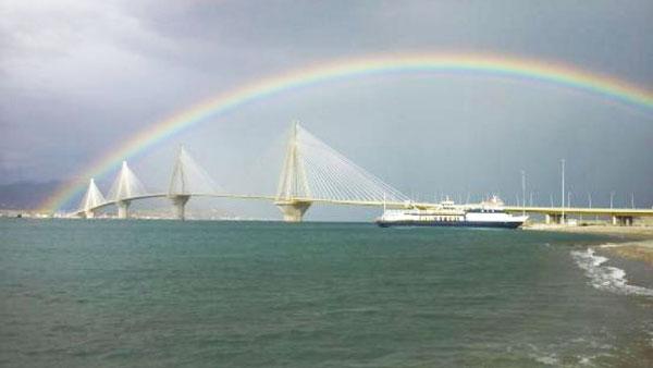 perierga.gr - Φαντασμαγορικό ουράνιο τόξο πάνω από τη γέφυρα Ρίου-Αντιρρίου!