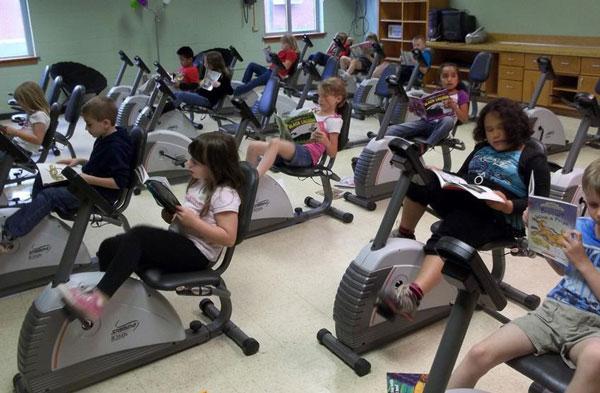 perierga.gr - Μαθητές κάνουν ποδήλατο γυμναστικής μέσα σε σχολική αίθουσα!