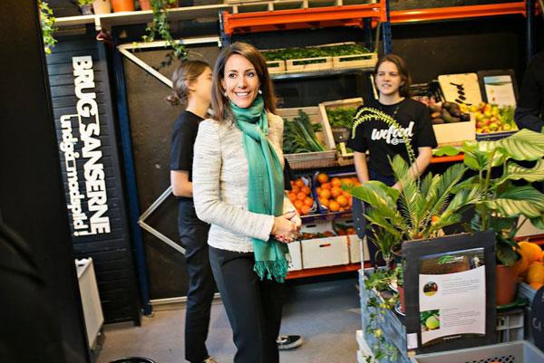 perierga.gr - Σούπερ μάρκετ στη Δανία πουλά τρόφιμα που μόλις έληξαν!