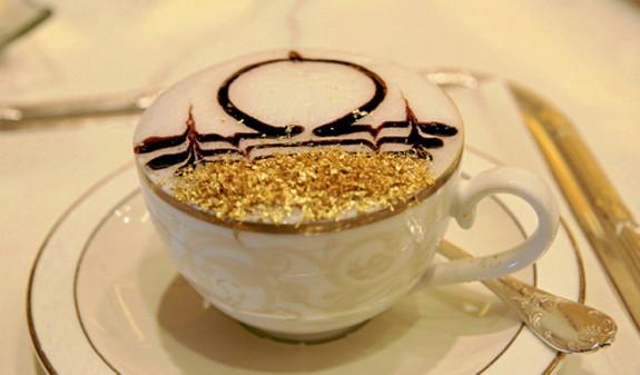 perierga.gr - Ο καφές στο Άμπου Ντάμπι σερβίρεται με χρυσό!