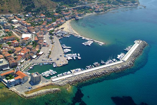 perierga.gr - Σ' αυτό το ιταλικό χωριό οι άνθρωποι ζουν πάνω από 100 χρόνια!