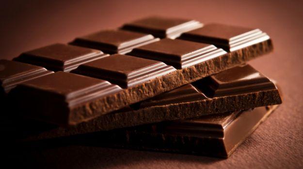 perierga.gr - Λιγότερα τα εγκεφαλικά σε όσους τρώνε σοκολάτα!