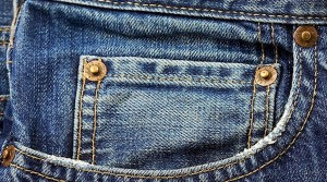 poerierga.gr - Γιατί τα τζιν έχουν τρία μεταλλικά κουμπιά στις τσέπες;