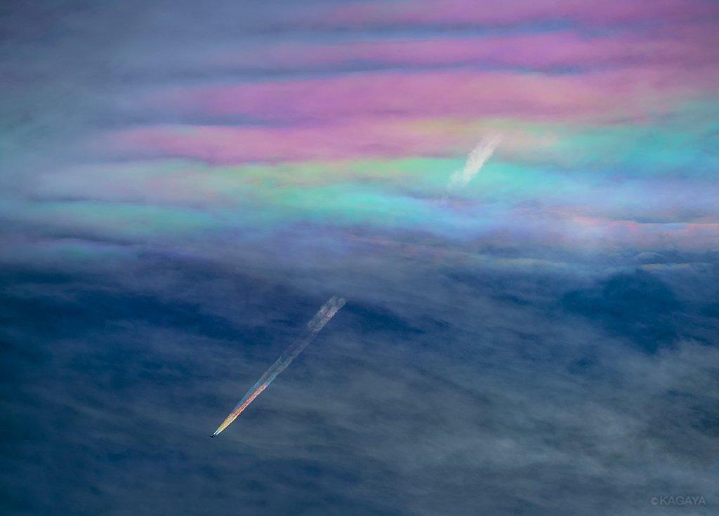 perierga.gr - Αεροπλάνο... ουράνιο τόξο στο φακό του φωτογράφου!