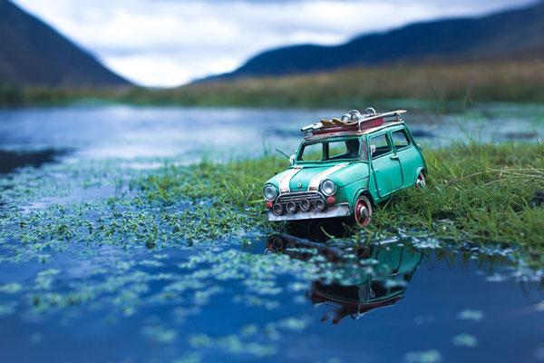 perierga.gr - Αυτοκινητάκια μέσα σε υπέροχα τοπία!