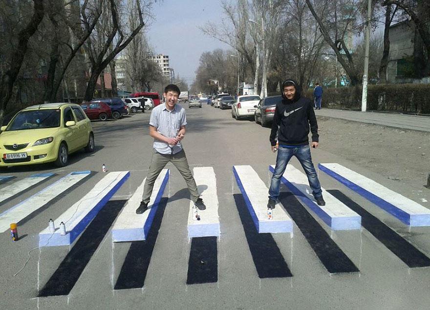 perierga.gr - Τρισδιάστατες βαμμένες διαβάσεις πεζών προς μείωση των ατυχημάτων!