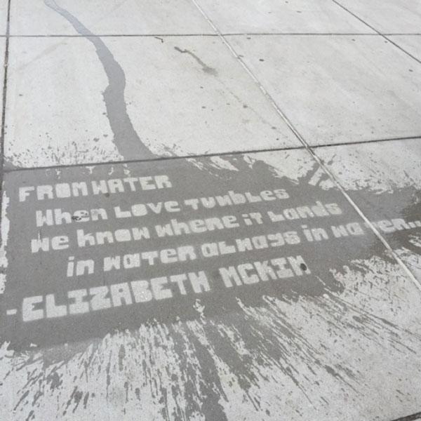 "perierga.gr - ""Βρέχει ποίηση"" στους δρόμους της Βοστώνης!"