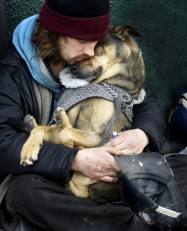perierga.gr- Ο σκύλος σου δεν θα σε εγκατέλειπε ποτέ! Εσύ;