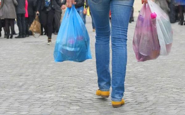 perierga.gr - Κάθε Έλληνας χρησιμοποιεί ετησίως 363 σακούλες!