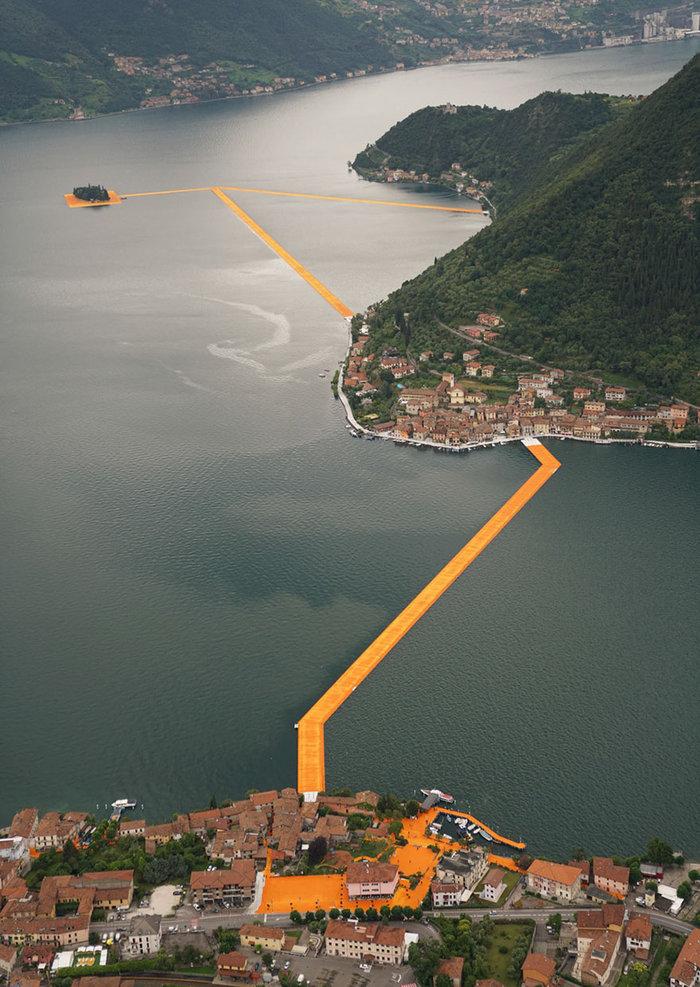 perierga.gr - Διασχίζοντας μια λίμνη με τα... πόδια!