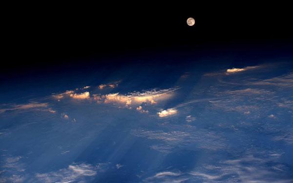 perierga.gr - Η προχθεσινή πανσέληνος από το διάστημα!