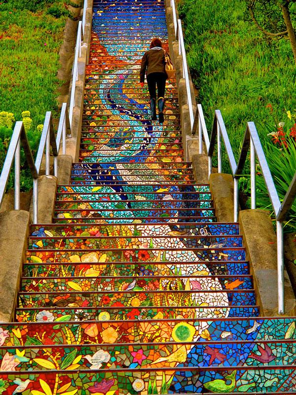 perierga.gr - Τα υπέροχα σκαλιά του σαν Φρανσίσκο φωσφορίζουν τη νύχτα!
