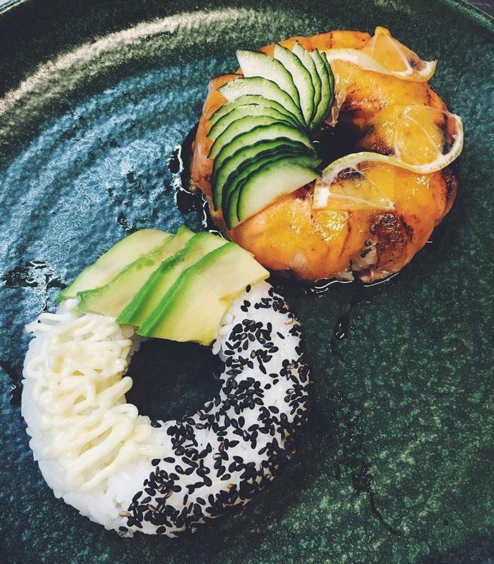 "perierga.gr - ""Eμφανίσιμο"" σούσι σε μορφή ντόνατ!"