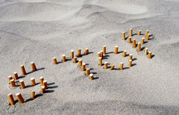 Perierga.gr - 2.650 τόνοι αποτσίγαρα κάθε χρόνο στις ελληνικές παραλίες!