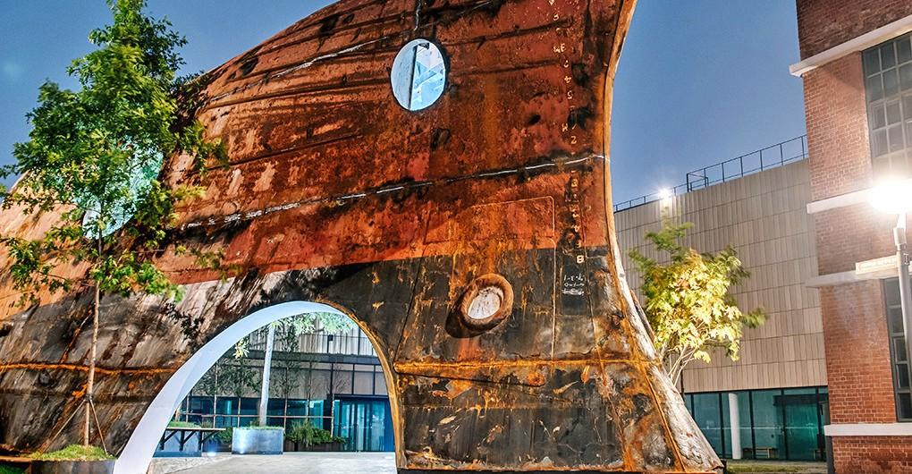 "perierga.gr - Παλιό πλοίο μεταμορφώθηκε σε χαλαρωτικό ""περίπτερο""!"