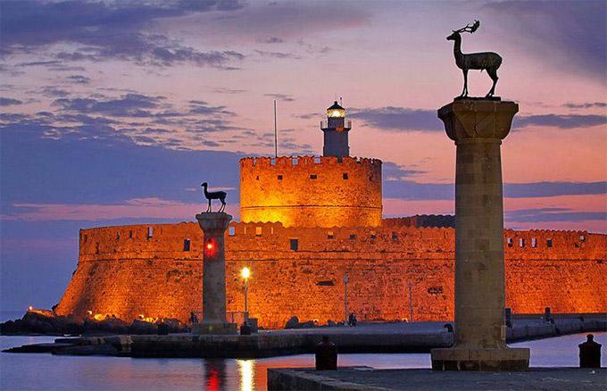 perierga.gr - Τουρίστρια από τη Δανία έχει επισκεφτεί τη Ρόδο 150 φορές!