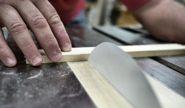 perierga.gr - Μπορεί το χαρτί να κόψει το ξύλο;