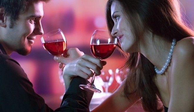 perierga.gr - Μπορεί το μυστικό ενός επιτυχημένου γάμου να κρύβεται σε ένα ποτήρι;