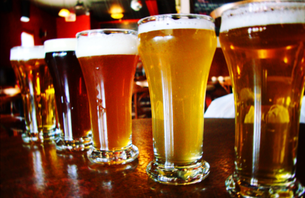perierga.gr - Με λίγη μπύρα «διαβάζουμε» καλύτερα τους χαρούμενους ανθρώπους!