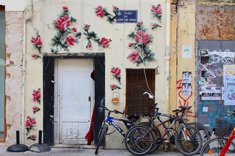 perierga.gr - Κεντώντας τους τοίχους των πόλεων!