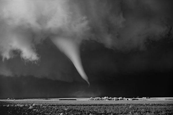 perierga.gr - Εντυπωσιακές καταιγίδες σε ασπρόμαυρο φόντο!