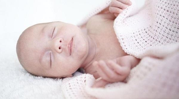 perierga.gr - Μωρά με μεγάλο κεφάλι εξελίσσονται σε ευφυείς ενήλικες!