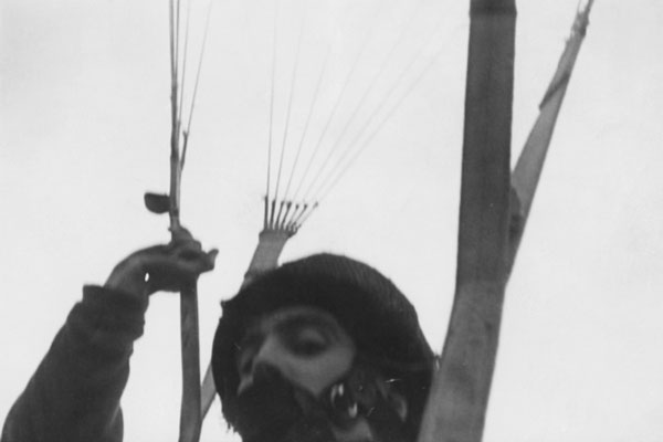 perierga.gr - Selfies αλεξιπτωτιστή του Β' Παγκοσμίου Πολέμου!