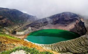 Λίμνες σε κρατήρες ηφαιστείων
