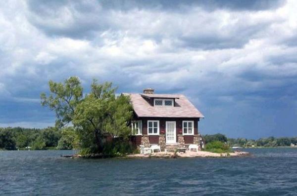 Perierga.gr-Το νησί που χωράει μόνο ένα σπίτι!