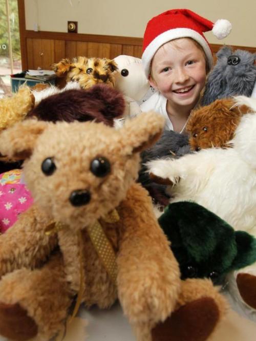 perierga.gr - 12χρονος φτιάχνει μόνος του λούτρινα για τα άρρωστα παιδιά!